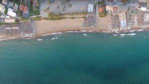 """Παραλία Κουρούτας: Κάντε ένα road trip και ανακαλύψτε την """"Μύκονο"""" της Πελοποννήσου"""