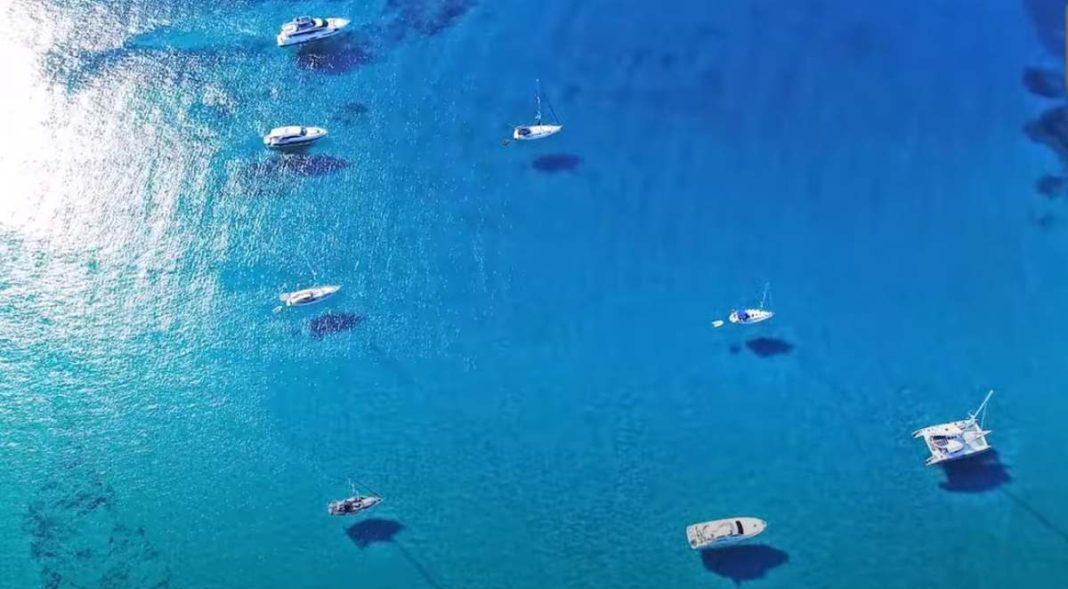 Ανεβαίνει το θερμόμετρο! Φύγαμε για μπάνιο σε 5 πρασινογάλαζες παραλίες κοντά στην Αθήνα!