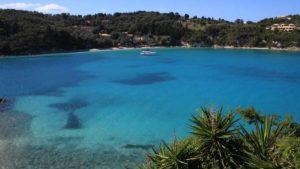 Το Conde Nast Traveller σας προτείνει ένα ελληνικό νησί μακριά από την πολυκοσμία