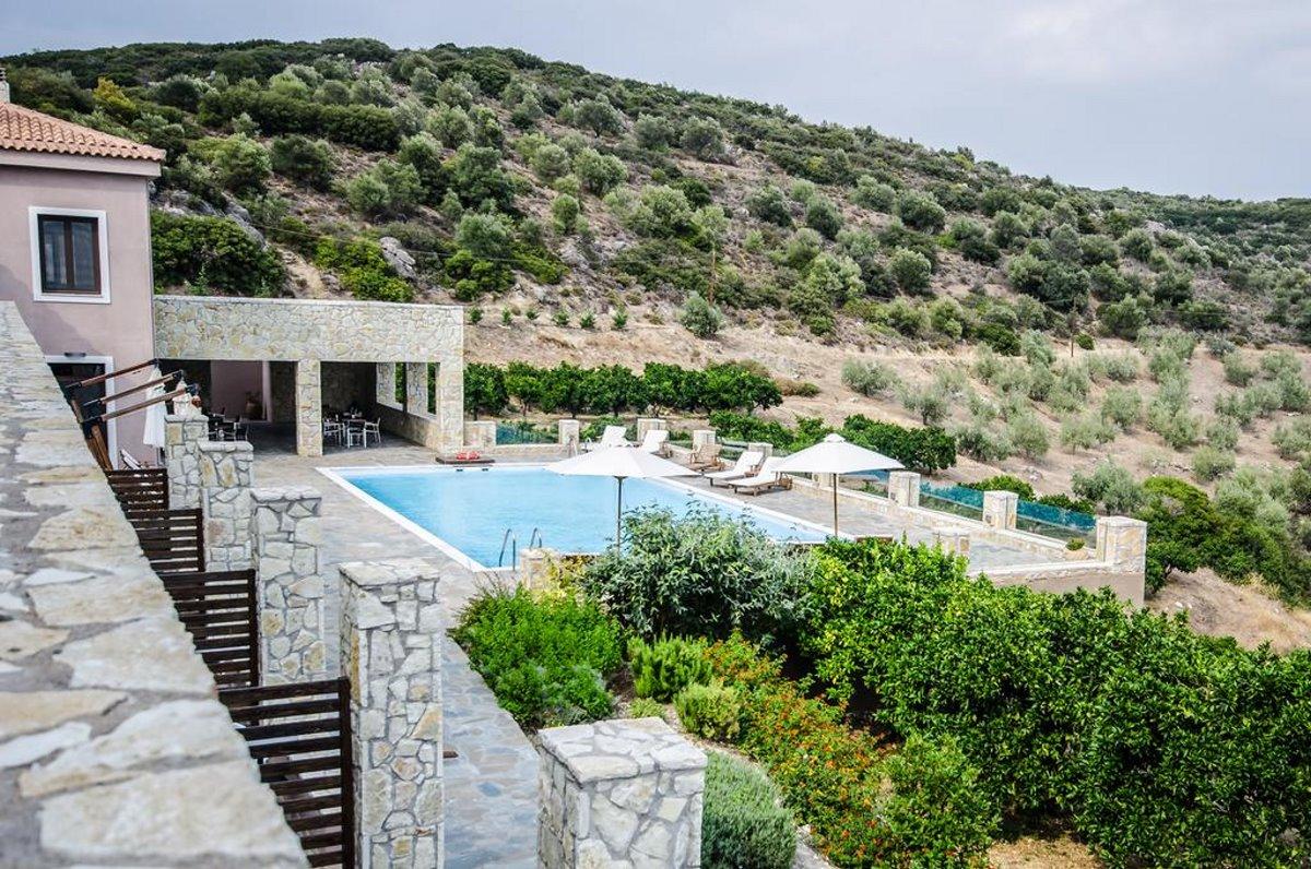 θέα από την πισίνα