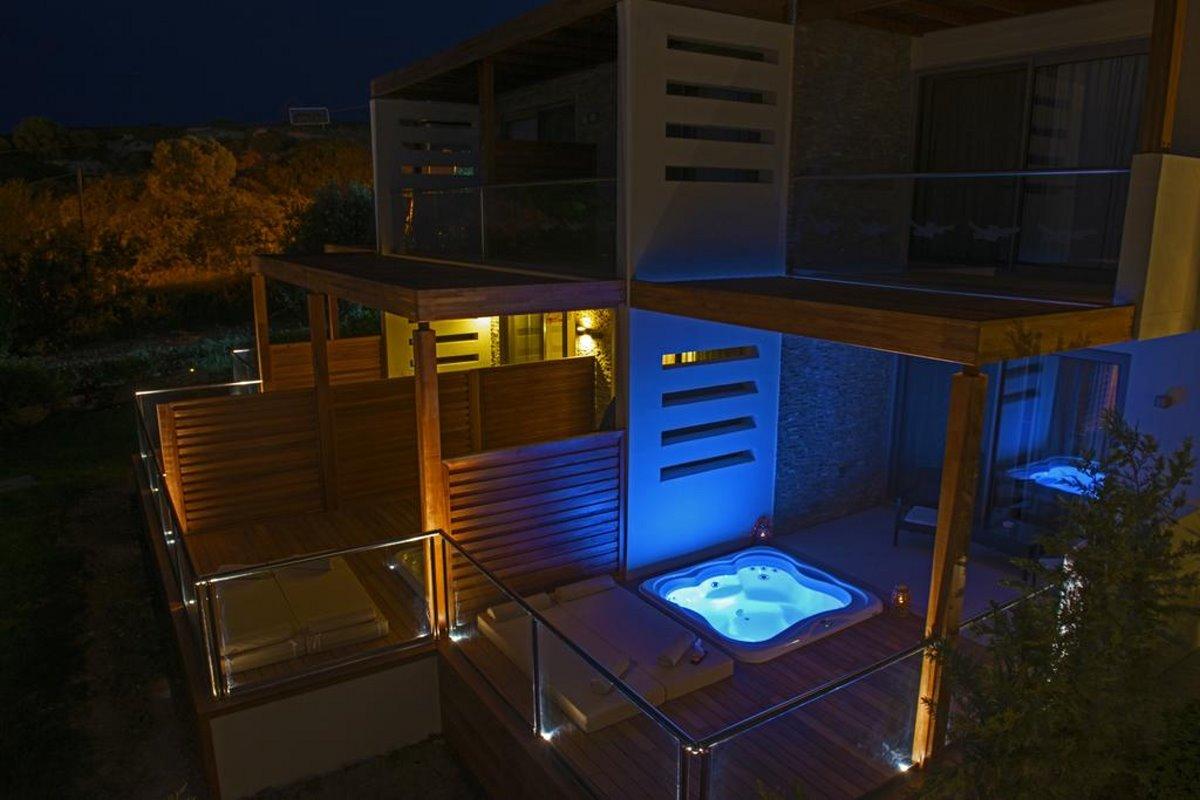 ιδιωτική πισίνα στο δωμάτιο