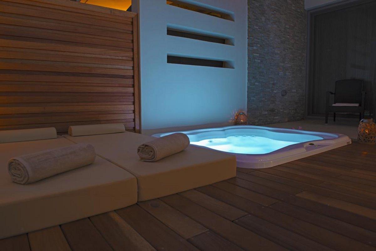 ιδιωτική πισίνα στο μπαλκόνι