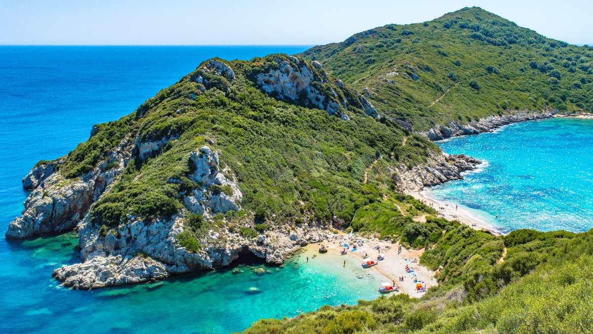 Πόρτο Τιμόνι: Η άγνωστη, διπλή παραλία της Κέρκυρας (βίντεο)