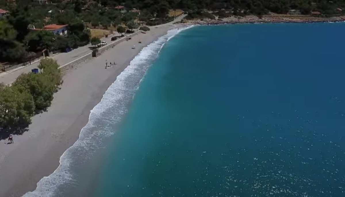 Προσήλι: Η βοτσαλωτή παραλία μόλις μια ώρα από την Αθήνα (βίντεο)