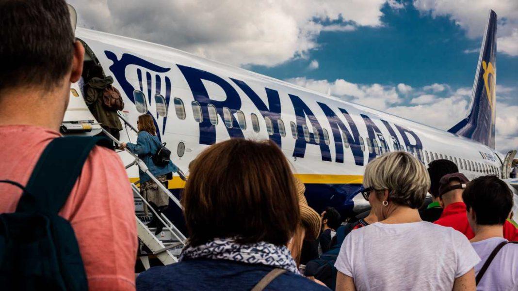 Ryanair επιβίβαση στο αεροπλάνο