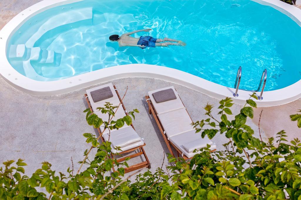 Πισίνα βίλας στο  Windmill Villas, Σαντορίνη