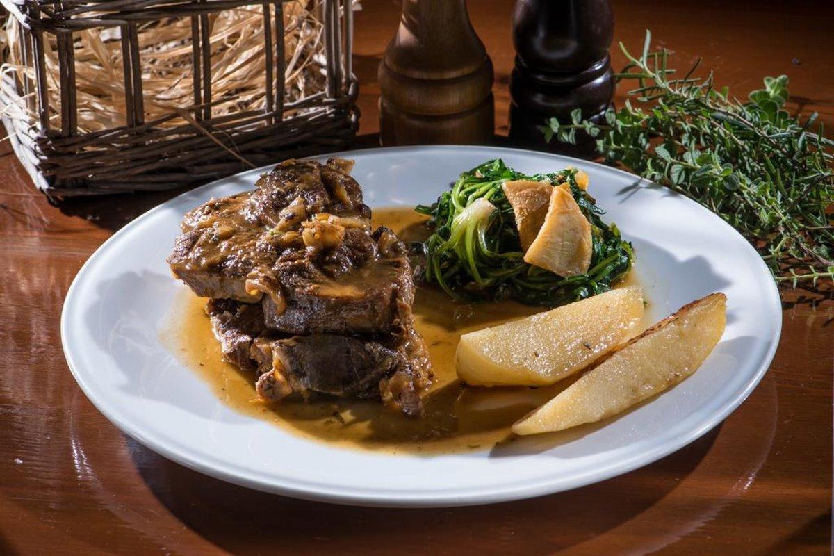 Παραδοσιακό κρητικό φαγητό στο εστιατόριο Veneto