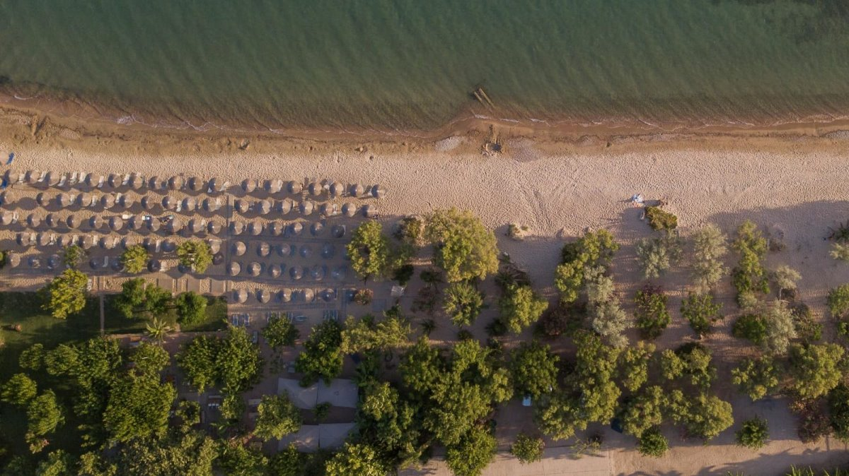Zoe Seaside Resort παραλία από ψηλά