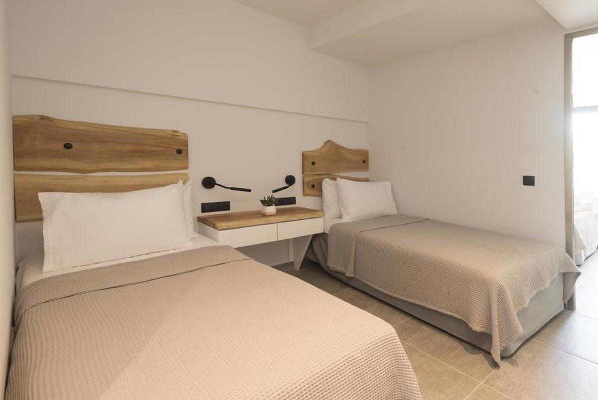 κρεβάτια στο δωμάτιο