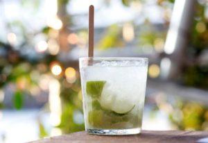 Φτιάξτε caipirinha σύμφωνα με την αυθεντική βραζιλιάνικη συνταγή