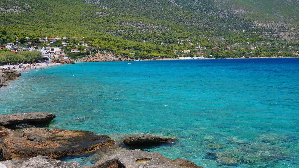 η Παραλία Πόρτο Γερμενό με φυσική σκια