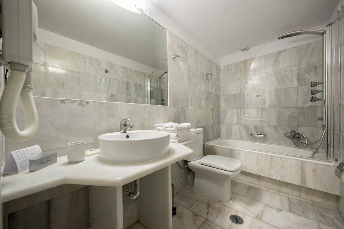 Saint Andrea Resort μπάνιο