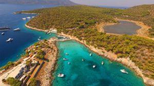 Αγκίστρι: Το οικονομικό νησί, μια ανάσα από την Αθήνα, με τις 6 εξωτικές παραλίες – Ιδανικό για μια υπέροχη εκδρομή!
