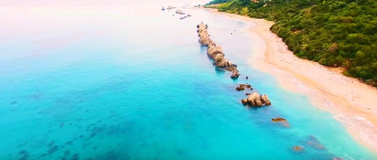 η παραλία της αρτολιθιας στην πρέβεζα