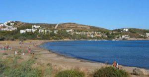 Ακτή Ασημάκη: μια πανέμορφη παραλία μέσα στο πράσινο στα νότια της Αττικής