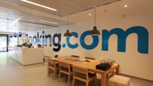 Booking.com: Απολύει το 25% του προσωπικού της