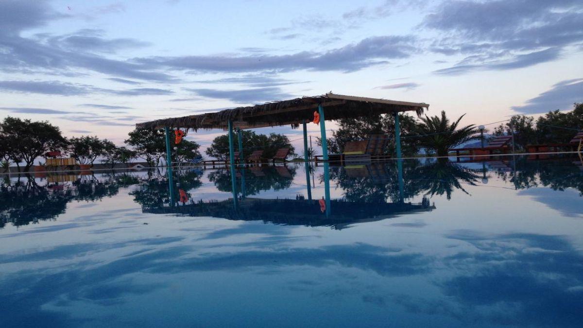 Η πισίνα στο καμπινγκ Oasis