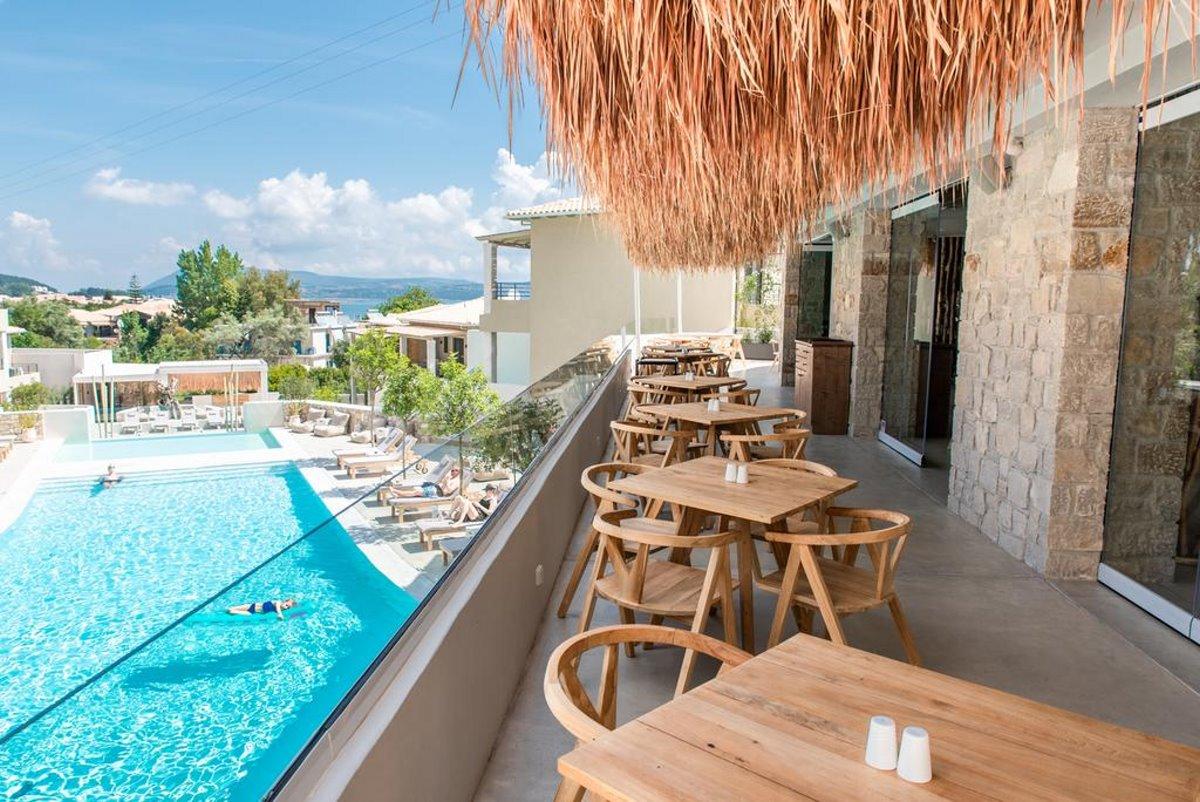 Crystal Waters εστιατόριο στο μπαλκόνι