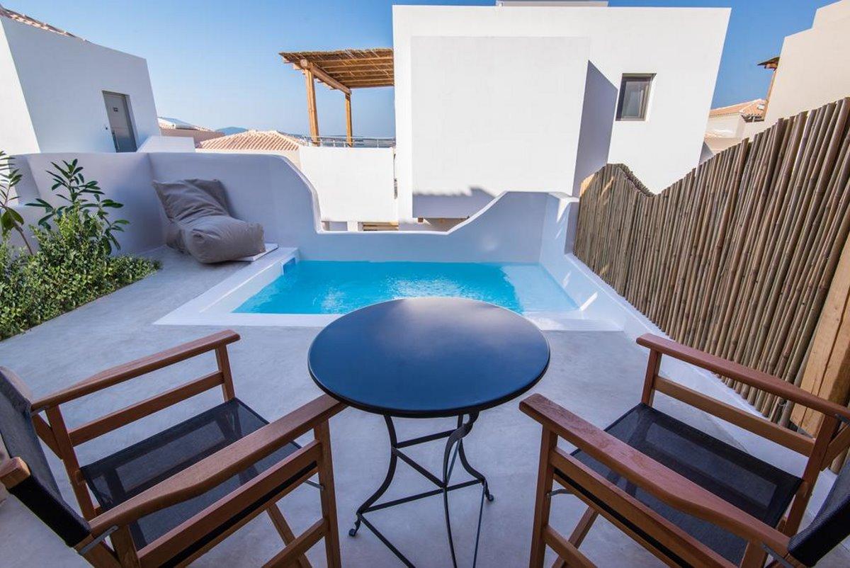 Μπαλκόνι με ιδιωτική πισίνα
