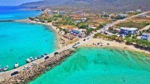 Κύθηρα: Η σμαραγδένια παραλία με την λευκή άμμο και το ναυάγιο