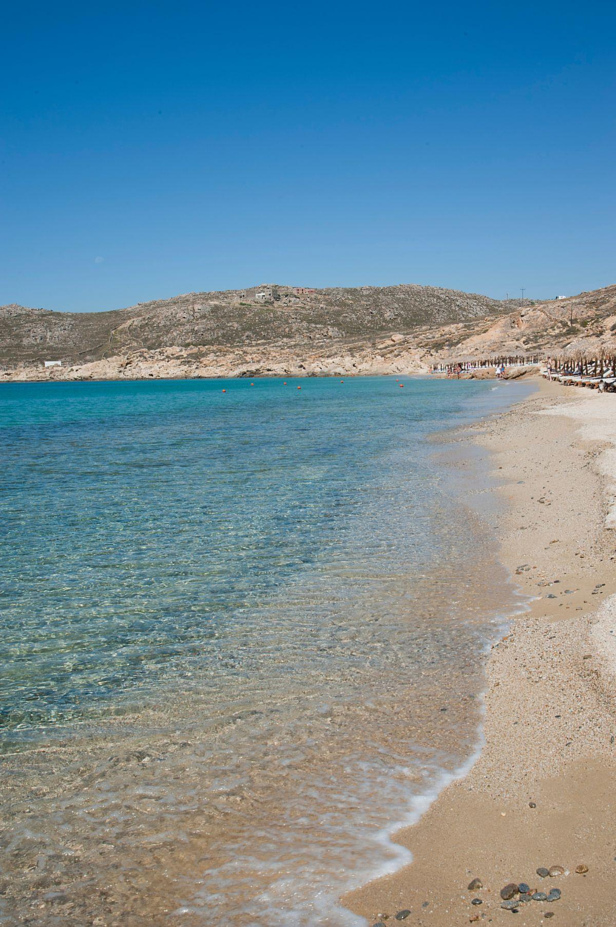 Ελιά, η μεγάλη αμμουδερή παραλία της Μυκόνου που πρέπει να επισκεφτείτε