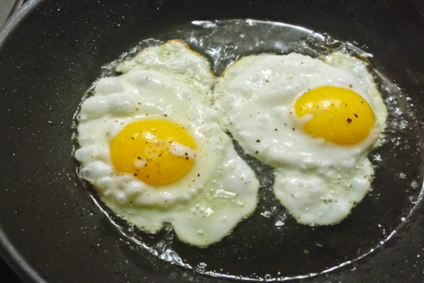 μελάτα τηγανητά αυγά