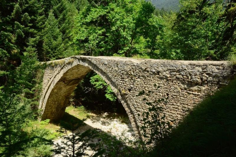 Το πετρόκτιστο γεφύρι του Χατζηπέτρου