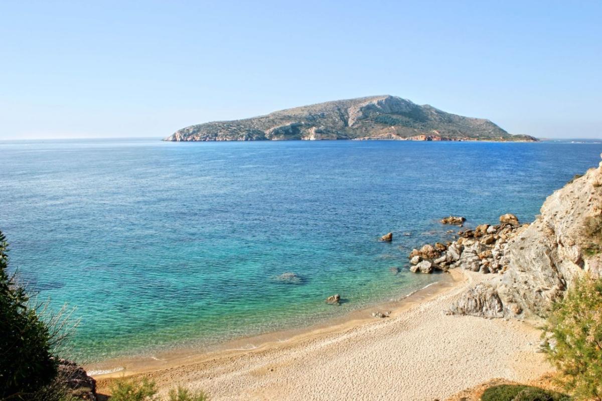 Παραλίες Αττικής: Σας βρήκαμε τις 7 καλύτερες με άμμο και τις 6 ερημικές!