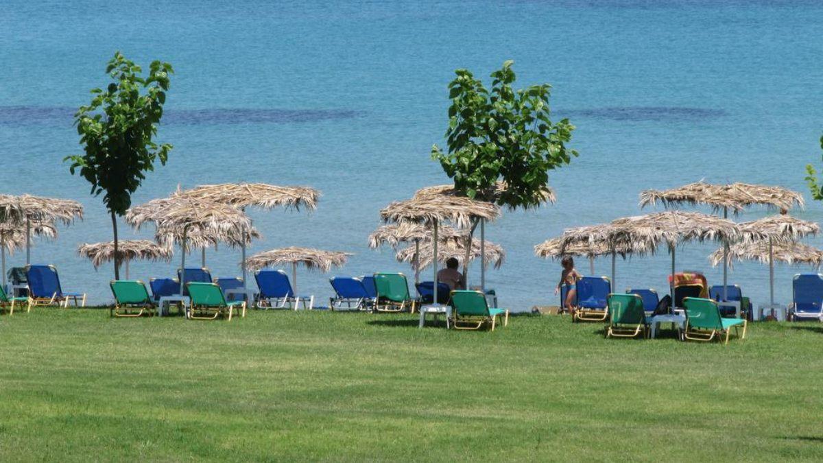 παραλία μπροστά από τα δωμάτια