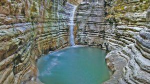 Οι καλύτερες λίμνες και ποτάμια για βουτιές και ηλιοθεραπεία στην Ελλάδα