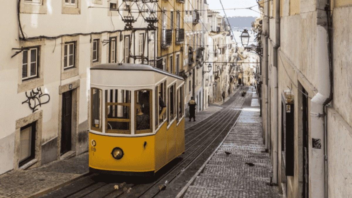 το διάσημο κίτρινο τραμ της Λισαβόνας