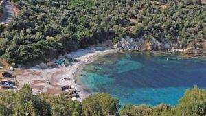 3+1 ήσυχες παραλίες κοντά στην Αθήνα για χαλαρά μπάνια!