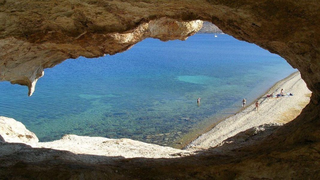 παραλία πέτρα στην πατμο