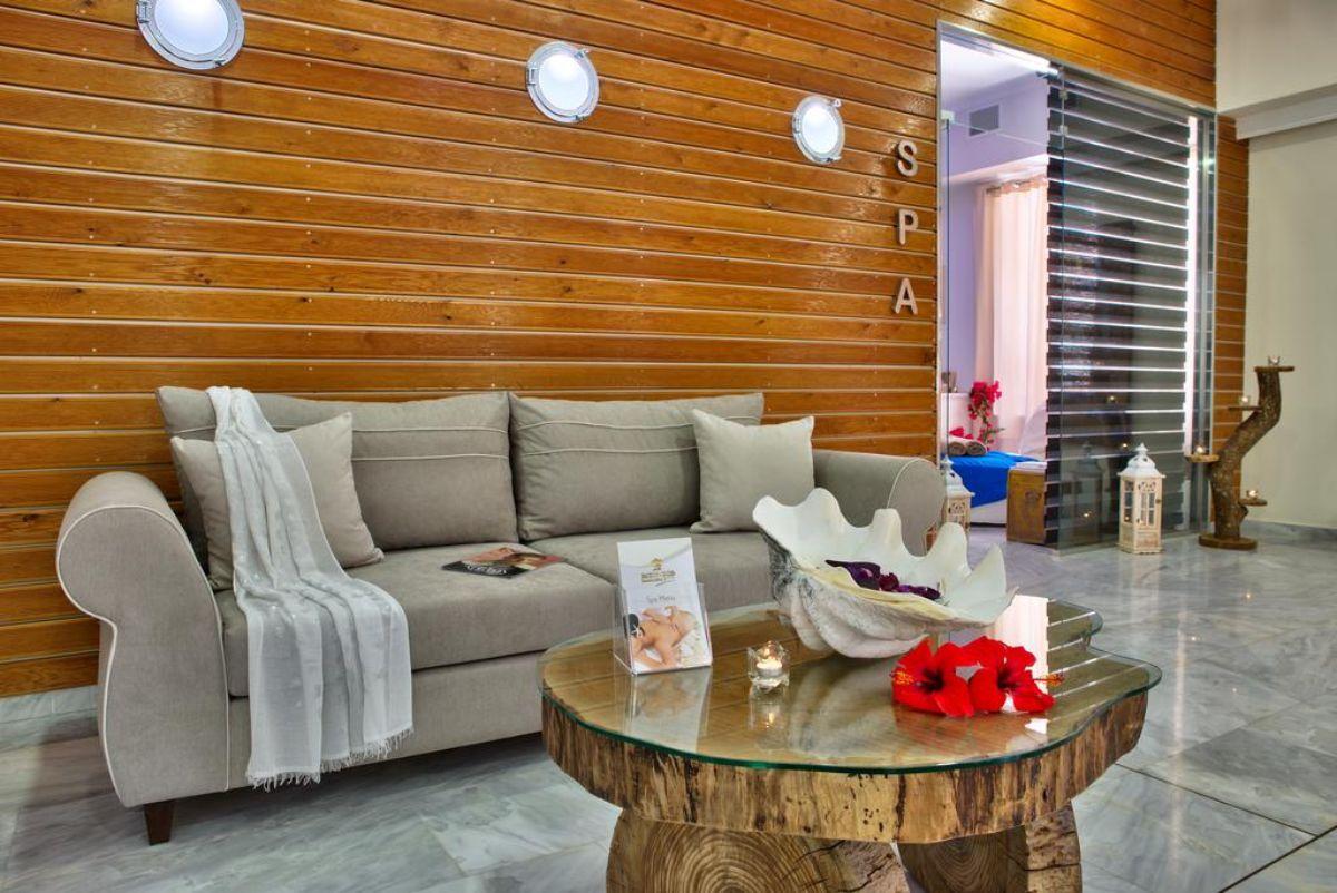 Ο Τάσος Δούσης προτείνει ένα καταπληκτικό ξενοδοχείο στους Παξούς, σε φοβερή τοποθεσία που προσφέρει όλες τις ανέσεις