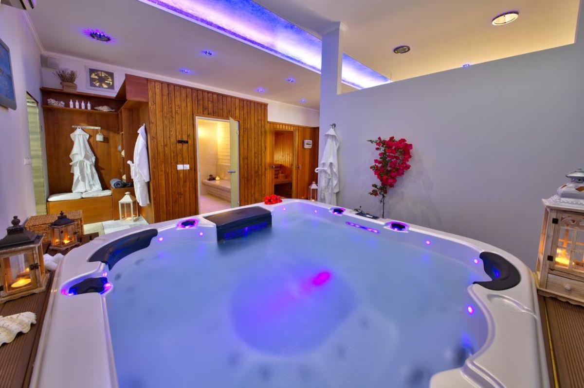 Paxos Club Resort & SPA τζακουζι