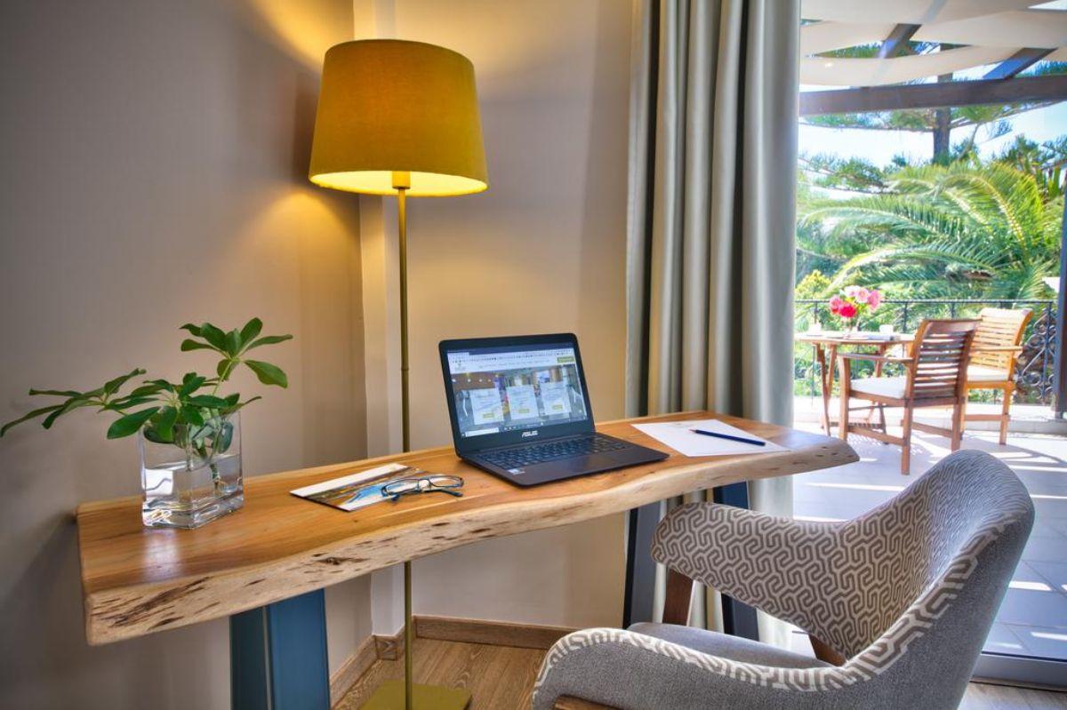 Paxos Club Resort & SPA γραφείο στο δωμάτιο