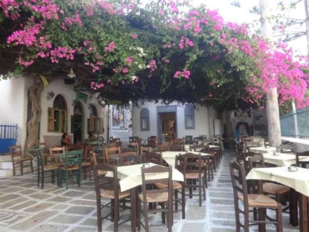 Πιθάρι: σε αυτό το εστιατόριο της Ίου θα γευτείτε ονειρεμένες κυκλαδίτικες σπεσιαλιτέ