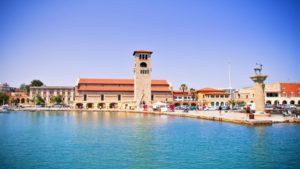 Ρεκόρ τον Ιούλιο με 104.000 τουρίστες να επισκέπτονται το νησί της Ρόδου