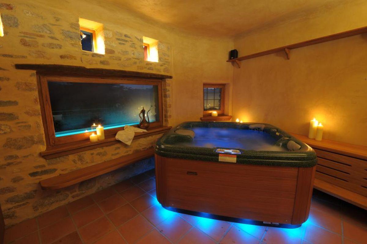 Αρχοντικό Σακαλή μια από τις κρεβατοκάμαρες τζακούζι