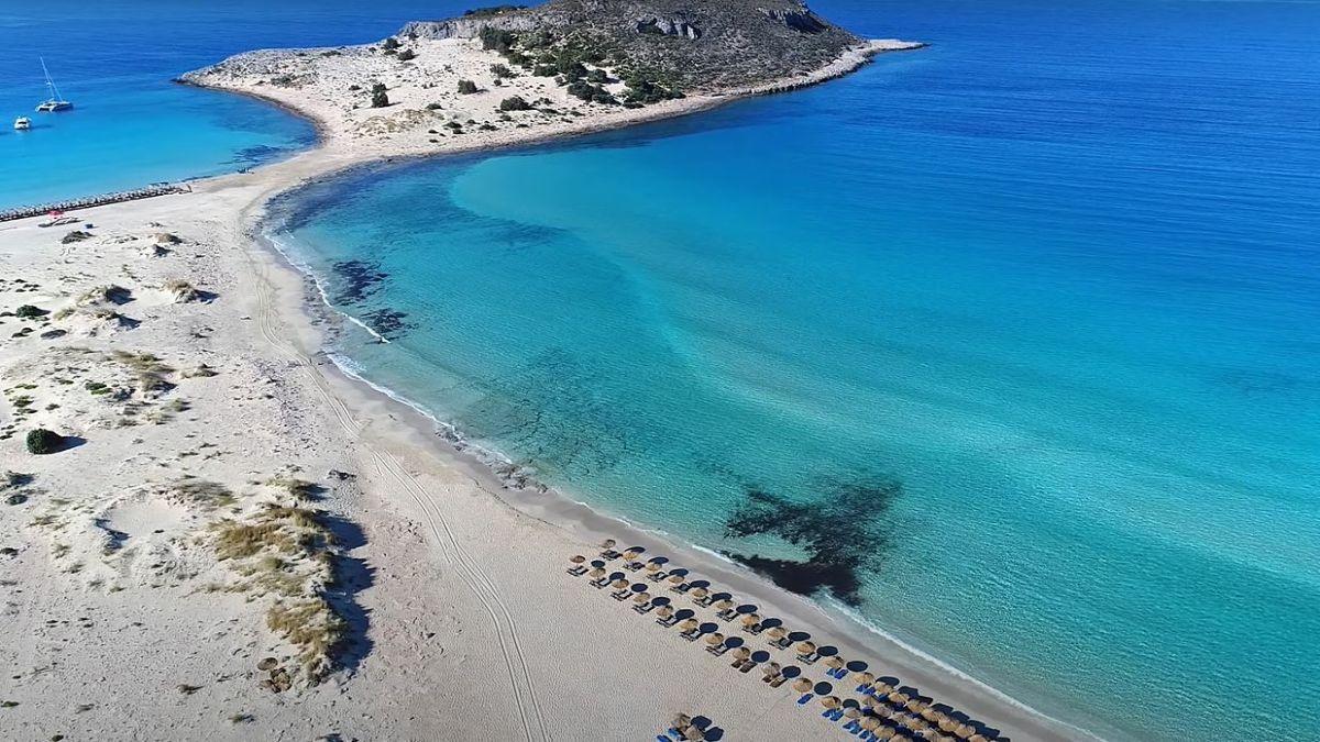 Σίμος: Η εξωτική παραλία στην Ελαφόνησο που θυμίζει Καραϊβική και το φαινόμενο της πανσελήνου