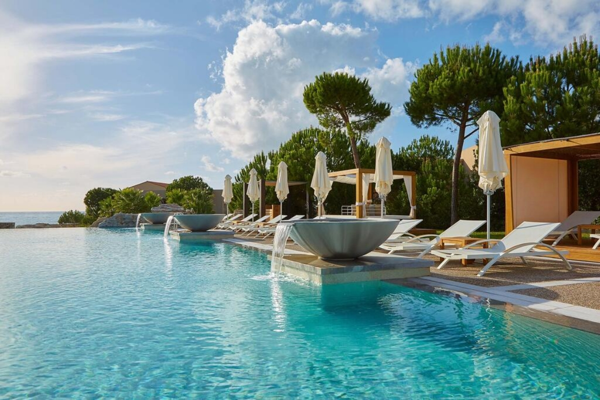 Westin Resort Costa Navarino πισίνα και θέα