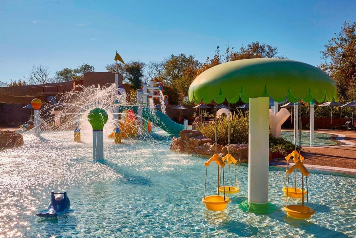Westin Resort Costa Navarino παιδικη πισίνα για παιχνιδια
