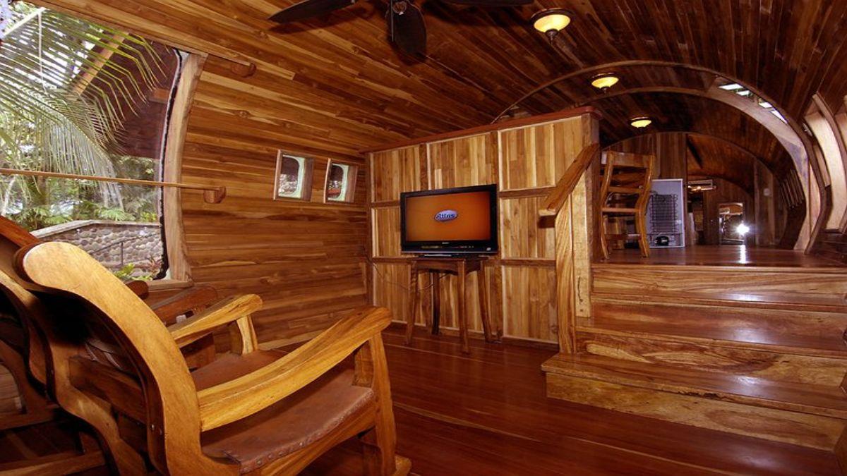 το ξύλινο εσωτερικό του αεροσκάφους