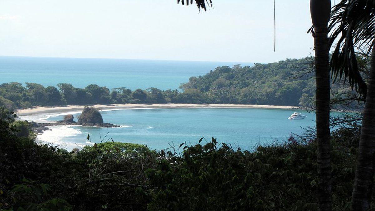 πανέμορφη θέα σε μια υπέροχη ακτή της Κόστα Ρίκα