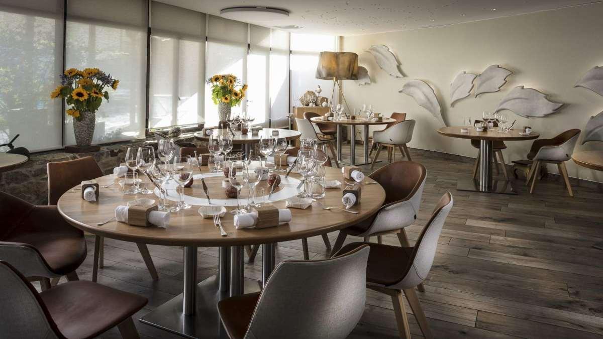 Auberge du Vieux Puits καλύτερο εστιατόριο 2020 τραπεζαρία