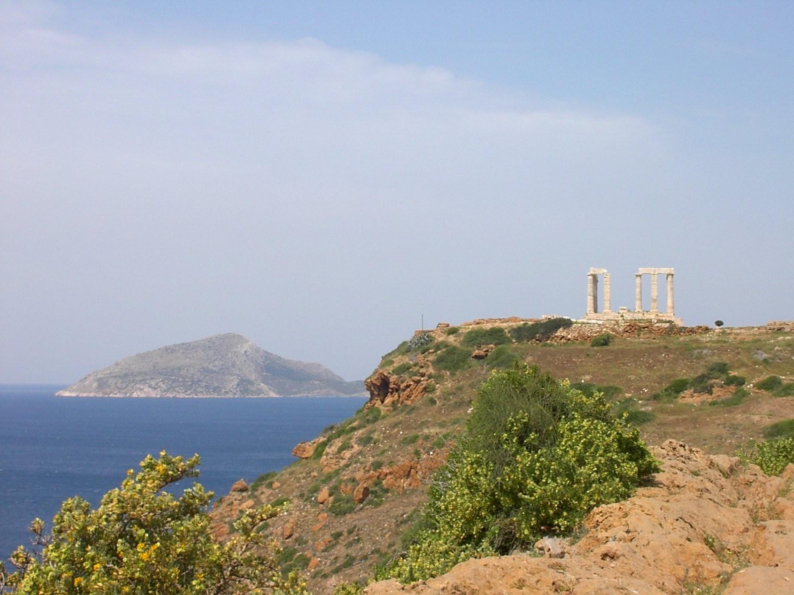 Ναός του Ποσειδώνα και Πάτροκλος στο βάθος