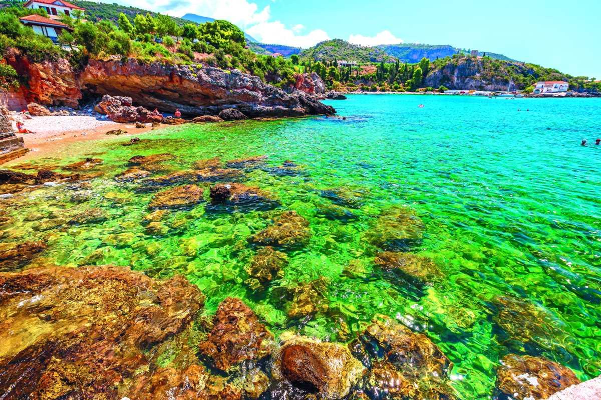 Κόλποι με πρασινογάλανα νερά, Μάνη