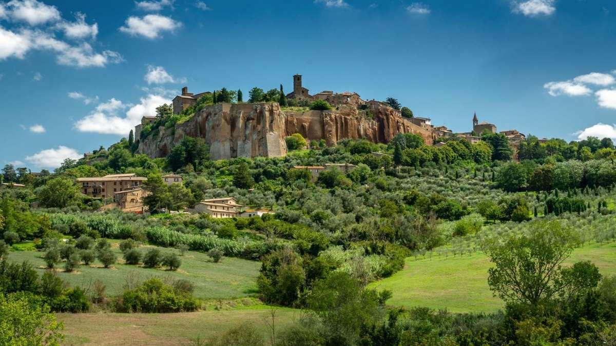 orvieto ιταλική πόλη σε λόφο