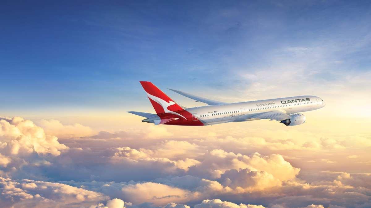 qantas αεροπλάνο πτήση πάνω από τα σύννεφα
