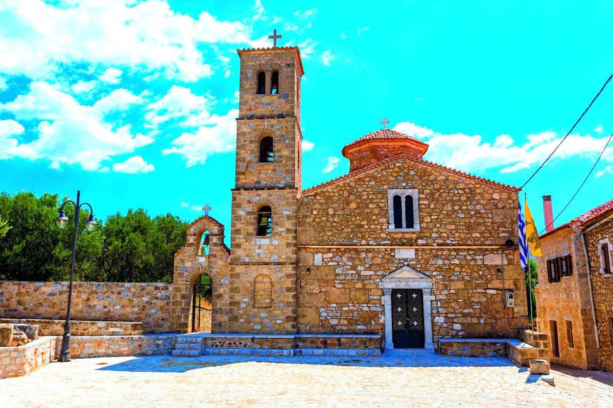 Η εκκλησία του Αγίου Ταξιάρχη, Λακωνική Μάνη